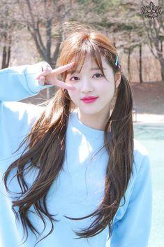 Cherry's Box 🍒( Arin Oh My Girl, Oh My Girl Yooa, Kpop Girl Groups, Kpop Girls, Cosmic Girl, Lee Hi, Kpop Hair, Girl Bands, Girl Next Door