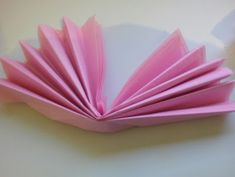 Cómo hacer mariposas con papel de seda How To Make Butterfly, Butterfly Crafts, Butterfly Design, Flower Crafts, Tissue Paper Flowers, Paper Butterflies, Papel Tissue, Beautiful Butterflies, Butterfly Theme Party