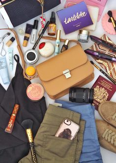 What's in my Bag - Rome Edition #travel #traveltips #bag #camera #organization #flatlay #blogging #bloggers #toofaced #fashion #fashionbloggers #tartecosmetics
