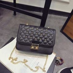 TAS IMPORT KODE: 82083  IDR.157.000  MATERIAL PU  SIZE L20XH14XW8CM  WEIGHT 600GR  COLOR BLACK