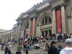 NYのメトロポリタン美術館コスチューム・インスティチュートが主催する特別展のテーマが「Rei Kawakubo/Comme des Garçons(川久保玲 /コム デ ギャルソン)」に決定した。特別展のテーマに現存するデザイナーが選ばれるのは、1983年のイブ・サン・ローラン(Yves Saint-Laurent)に続く2人目。展覧会は来年5月4日から9月4日まで開催される。