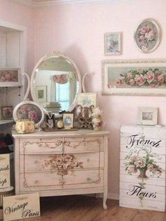 Shabby Chic Kitchen Ideas How to Create a Shabby Chic Kitchen Shabby Chic Kitchen Ideas. Shabby chic kitchens are now one of the most sought-after kitchen styles, in the modern world; Shabby Vintage, Rosa Shabby Chic, Shabby Chic Mode, Shabby Chic Bedrooms, Shabby Chic Style, Shabby Chic Furniture, Shabby Chic Decor, Vintage Furniture, Decoupage Furniture