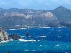 Isola di Vulcano vista da Lipari. Sicily