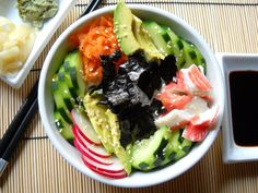 Throw everything you would normally get in sushi into a bowl. How have I never thought of this before? Will make it veggie sushi though Ceviche, Seafood Recipes, Cooking Recipes, Sushi Bowl, Sushi Salad, Asian Recipes, Healthy Recipes, Japanese Recipes, Clean Eating