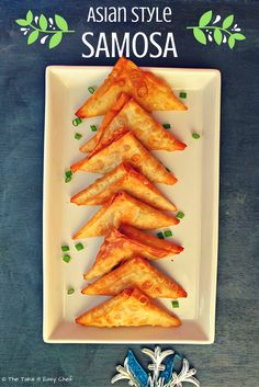 This Asian style samosa recipe is made with spring roll ingredients - minced chicken, carrots, cabbage, spring onion, and ginger with soy & oyster sauces. Indian Food Recipes, New Recipes, Favorite Recipes, Ethnic Recipes, Easy Recipes, Amazing Recipes, Recipies, Samosas, Samosa Recipe