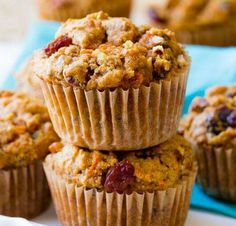 Featuring a golden crumb topping, these pumpkin spice crumb muffins taste like pumpkin coffee cake. Perfectly spiced for a delicious fall treat! Salada Light, Raisin Muffins, Morning Glory Muffins, Moist Carrot Cakes, Pumpkin Coffee Cakes, Savory Muffins, Sallys Baking Addiction, Butter Pecan, Brown Butter