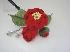 <3                                                                                                                                                                                 もっと見る Fabric Flower Tutorial, Fabric Flowers, Origami Techniques, Fabric Origami, Baby Hair Clips, Kanzashi Flowers, Japanese Flowers, Kimono Fabric, Diy Hair Accessories