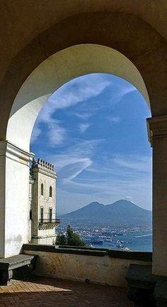 Vesuvio, Naples, province of Naples, Campania Italy vista dalla certosa di San Martino, posto incantevole
