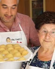 How to make ravioli. Ravioli are half-moon shaped pasta filled with ricotta and spinach. Make ravioli from scratch with my Nonna Igea. Homemade Ravioli Dough, Ravioli Dough Recipe, Homemade Tortellini, Semolina Flour Recipe, Authentic Ravioli Recipe, How To Make Ravioli, Vegan Ravioli, Italian Dishes, Italian Recipes