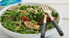 Rucolasalat mit Hähnchen und Orzo-Nudeln | http://eatsmarter.de/rezepte/rucolasalat-mit-haehnchen-und-orzo-nudeln