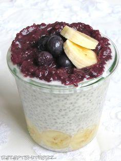 Rezepte mit Herz ♥: Overnight Oats - Chia Kokos Pudding mit Banane und Beeren