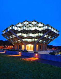 Geisel library UCSD William Pereira