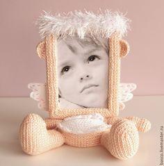 """Купить Фоторамка """"Ангелочек"""" - рамка для фотографий, для детей, для девочки, для новорожденного, для интерьера, подарок на день рождения Crochet Home, Crochet Dolls, Crochet Baby, Weaving Projects, Crochet Projects, Baby Patterns, Crochet Patterns, Crochet Wreath, Crochet Photo Props"""
