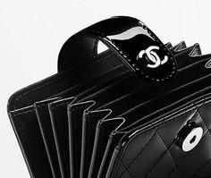 Porte-cartes en veau verni - CHANEL
