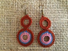 Easy and simple to make crochet earrings! You will need a hook 1,25 mm, cotton thread (I used DMC 25) and 2 earrings hooks. Abbreviations:  ch - chain  st(s) - stich(s)  sl st- slip stitch  sc - singl