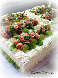 Sandwich Cake, Sandwiches, Salad Cake, A Food, Food And Drink, Scandinavian Food, Food Platters, Happy Birthday Cakes, Quick Easy Meals