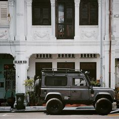 I recently had the opportunity to go to Singapore.  It was an epic trip, but the one regret I have is that I didn't know of @shaunwhee and his 90, Jolie, based in Singapore.  He's got some sweet photos from his #adventuremobile treks in his feed. Check it out.