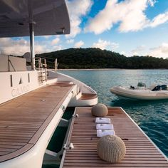 Towels are all lined up on the swimming platform of the Calmao for when you come back from taking a dip. 👙 Looks perfe Yacht Vacations, Dream Vacations, Billard Design, The Places Youll Go, Places To Go, Yacht Design, Travel Aesthetic, Luxury Lifestyle, Places To Travel