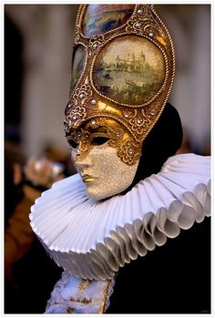 fabulous!  This mask ensemble is what I'd want to wear for carnival in Venice!