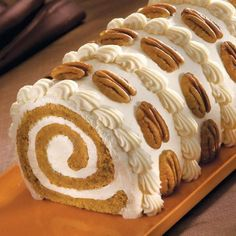 To make Pumpkin Roll Cake is easy and quick. Ingredients to make Pumpkin Roll Cake Just Desserts, Delicious Desserts, Yummy Food, Dessert Healthy, Cake Roll Recipes, Dessert Recipes, Winter Torte, Pumpkin Roll Cake, Pumpkin Rolls