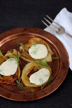 Hunajainen paistettu fenkoli - Hyvää ruokaa | Lily.fi Camembert Cheese, Dairy, Recipes, Food, Rezepte, Essen, Recipe, Yemek