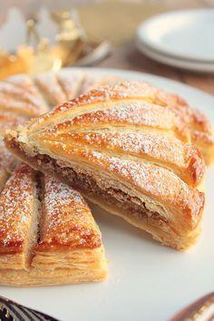 Galette des Rois à la frangipane de Noisette, un régal Baking Recipes, Cake Recipes, Dessert Recipes, Party Recipes, Party Desserts, No Bake Desserts, Dessert Party, Artisan Food, Sweet Pastries