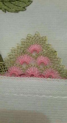 This Pin was discovered by Rit Tesettür Eşarp Modelleri 2020 Needle Tatting, Needle Lace, Crochet Bunny, Knit Crochet, Tatting Patterns, Crochet Patterns, Yarn Crafts, Diy And Crafts, Crochet Unique