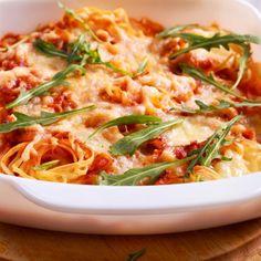 Η πιο λαχταριστή μακαρονάδα γίνεται στο φούρνο -Χωρίς βράσιμο, φέρνει ικανοποίηση σε κάθε ουρανίσκο   BOVARY Ethnic Recipes, Food, Meal, Essen, Hoods, Meals, Eten