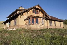 A website all about constructing straw bale houses Cob Building, Green Building, Building A House, Building Ideas, Straw Bale Construction, Rammed Earth Homes, Sustainable Architecture, Residential Architecture, Contemporary Architecture