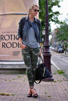 What to wear with camo pants pics] Camo Fashion, Fashion Outfits, Womens Fashion, Street Fashion, Camo Pants Outfit, Camouflage Outfit, Dress Pants, Camo Skinny Jeans, Camo Jeans