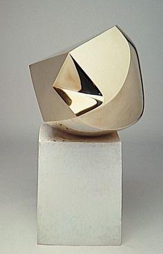 La Sphère, sculpture en bronze poli sur socle en plâtre, 1947,conservée au Centre Pompidou | Emile Gilioli