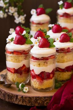Strawberry Shortcake Trifles: Add a refreshing dessert touch by mixing layers of strawberries into your trifle. Find more easy Christmas trifle recipes and dessert ideas that have chocolate, gingerbread and fruit here. Dessert In A Jar, Dessert Aux Fruits, Dessert Party, Mini Dessert Cups, Brunch Party, Dessert Food, Mini Dessert Shooters, Dessert Trifles, Mini Trifle