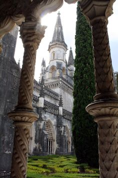 Claustro Real, Batalha Monastery / Portugal (by Malcolm Bott).
