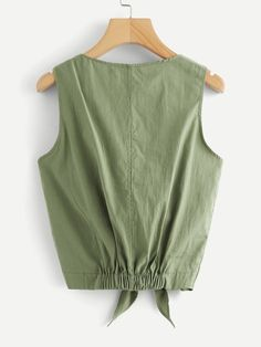 Dual Pocket Front Knot Hem Top | SHEIN Crop Top Outfits, Cute Casual Outfits, Blouse Styles, Blouse Designs, Sleeves Designs For Dresses, Girl Fashion, Fashion Outfits, Short Tops, Barbie