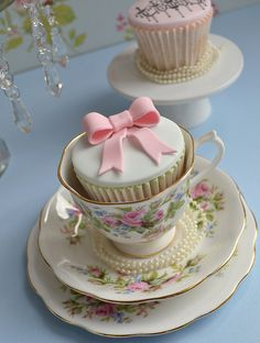 Vintage Pink Bow Cupcakes / Created by Little Paper Cakes