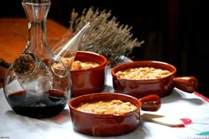 Alubias de Saldaña con gambas Spanish Food, Chocolate Fondue, Punch Bowls, Cheese, Ethnic Recipes, Desserts, Legumes, Tailgate Desserts, Deserts
