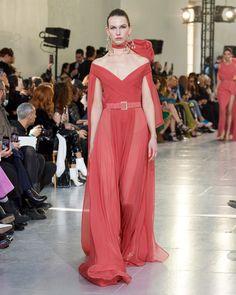 ELIE SAAB Haute Couture Spring Summer 2020 Fashion 2020, High Fashion, Fashion Show, Fashion Design, Black Evening Dresses, Elegant Dresses, Vintage Inspired Dresses, Haute Couture Fashion, Vogue Magazine