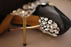 Google Image Result for http://s3.favim.com/orig/38/black-and-white-diamonds-fashion-girly-high-heels-Favim.com-318371.jpg