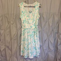 The North Face wraparound dress!⚡️ Beautiful wraparound dress by The North Face dress! Cotton material, with aqua color print. Perfect for a summer wedding or bbq. Can be worn with sandals or heels! The North Face Dresses Midi