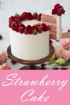 How to make a Strawberry Cake cake decorating ideas food tv asmr food cake tutor. Strawberry Cake Decorations, Strawberry Cakes, Cake With Edible Flowers, Cakes With Roses, Cake Decorated With Fruit, Strawberry Birthday Cake, Edible Roses, White Strawberry, Chocolate Strawberry Cake