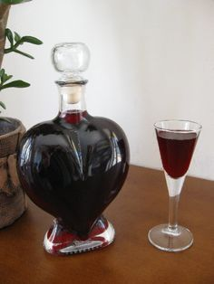 Karafka_Heart_Nalewka_Porzeczkowa Wine Drinks, Cocktail Drinks, Beverages, Cocktails, Poland Food, Cut Recipe, Christmas Food Gifts, Polish Recipes, Irish Cream