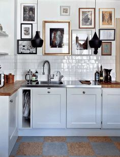 "For a small kitchen ""spacious"" it is above all a kitchen layout I or U kitchen layout according to the configuration of the space. Kitchen Dining, Kitchen Decor, Bistro Kitchen, Decorating Kitchen, Minimalist Kitchen, Interiores Design, Home Decor Inspiration, Kitchen Interior, Home Kitchens"