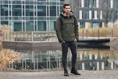 Cool look from the Bolf collection for drosty days. The long sleeve top and joggers work fantastic during a workout as the kangaroo jacket looks attractive and provides warmth. To complete the outfit we add a reliable modern watch.