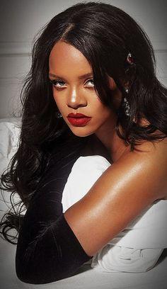 "Rihanna fenty beauty 🔥 - Riri is wearing fenty beauty stunna lip paint in the shade ""uncensored"" ❤ - Rihanna Fenty Beauty, Rihanna Makeup, Rihanna Riri, Rihanna Style, Beyonce, Rihanna Fashion, Best Of Rihanna, Rihanna Looks, Rihanna Outfits"
