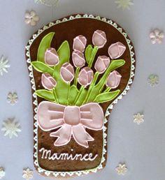 Tulipány pro maminku - perníkové tulipány - pěkný dárek pro maminku ke dni matek - zdobené bílkovou polevou - výška 20 cm - baleno do celofánového sáčku a převázáno mašlí - v případě zájmu možno zabalit dárkově - cena je za 1 kus - výrobek je klasifikován jako dekorativní a není určen ke konzumaci - při objednávce prosím uveďte požadavek na text věnování a ...
