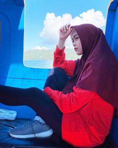 "411.6rb Suka, 959 Komentar - RICIS (@riaricis1795) di Instagram: ""sudah mulai gosong kaka😀 jalan duluuu ga macet jalur aer💯🇮🇩✈️❄️ pake sepatu @sepatukamu.co liat igs…"" Hijab Hipster, First Day Activities, Kebaya Muslim, Casual Hijab Outfit, Best Friends Forever, Galaxy Wallpaper, My Idol, Chibi, Youtube"