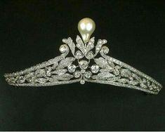 Diamond tiara and pearl