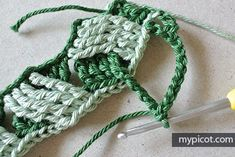 MyPicot is always looking for excellence and intends to be the most authentic, creative, and innovative advanced crochet laboratory in the world. Afghan Patterns, Crochet Stitches Patterns, Knitting Stitches, Crochet Designs, Basket Weave Crochet, Baby Blanket Crochet, Crocheted Blankets, Crochet Scrubbies, Tablet Weaving