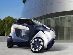O elétrico Toyota iRoad tem design futurista e medidas compactas