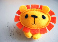 Stuffed Animals Crafts ✄ A Fondness for Felt ✄ DIY craft inspiration: Yellow Felt Lion - Kids Crafts, Arts And Crafts, Sewing Projects, Craft Projects, Craft Ideas, Sewing Stuffed Animals, Felt Brooch, Felt Diy, Felt Fabric